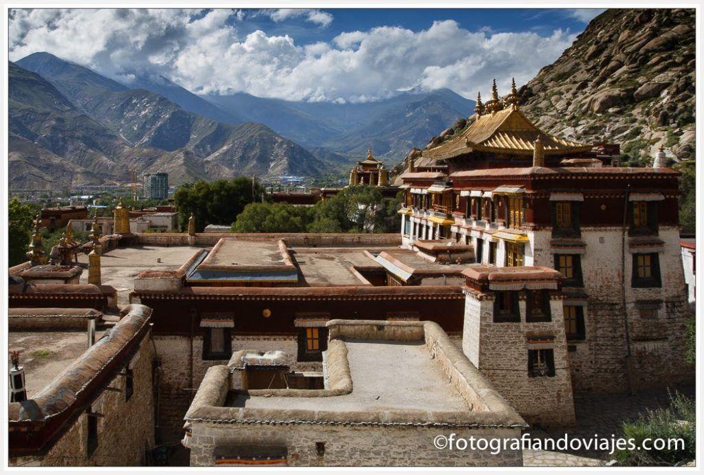 Monasterio de Sera desde su Kora