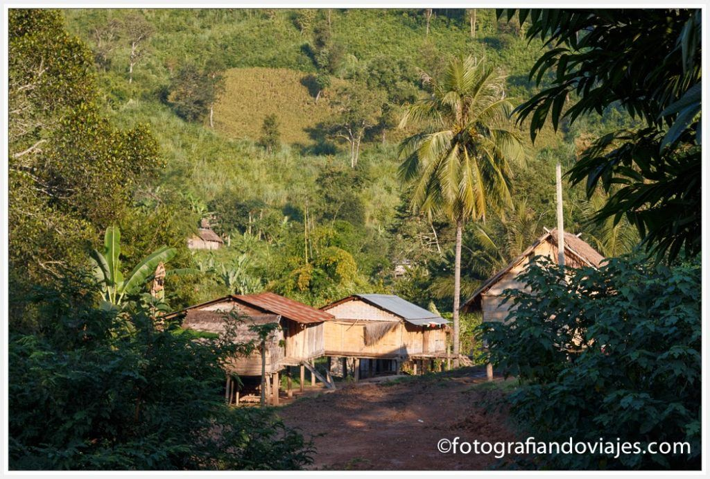 aldea en el rio Mekong en laos