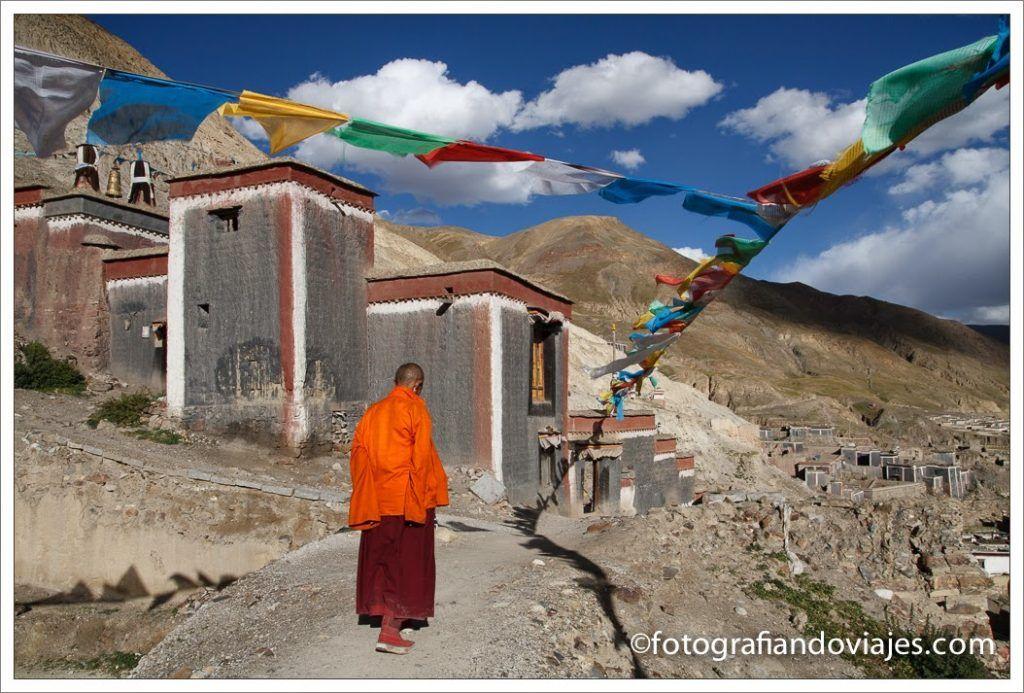 Monje en Sakya, Tibet