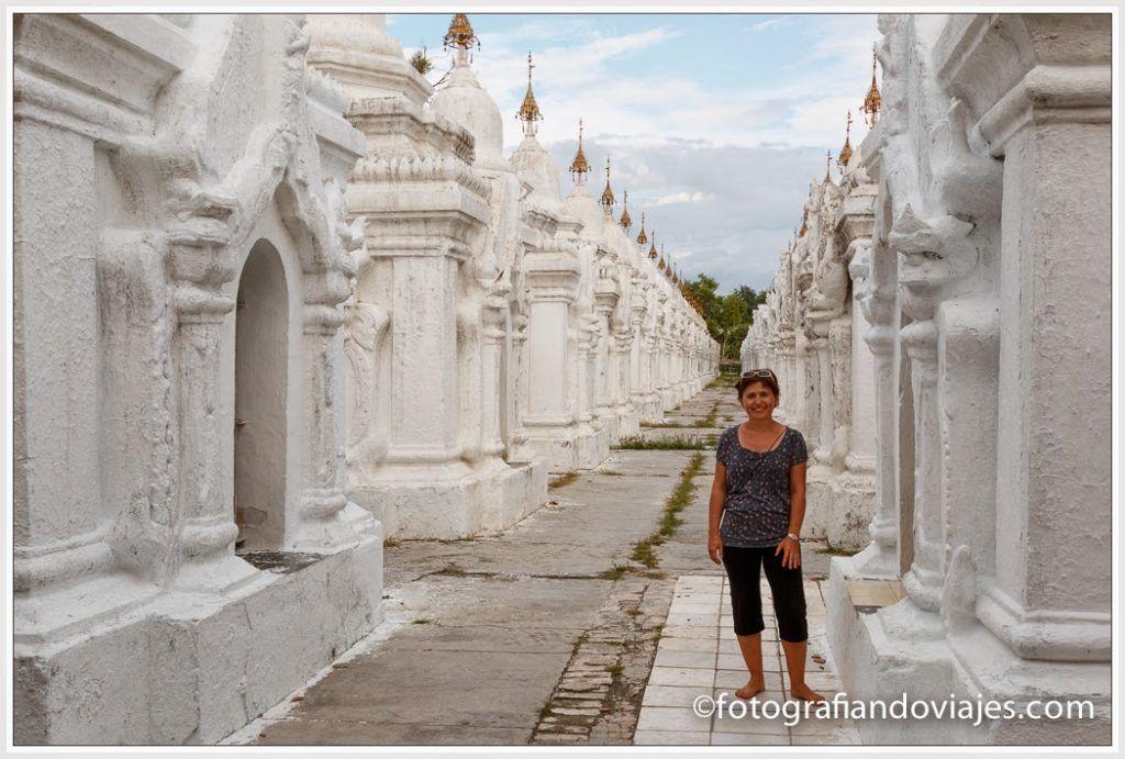 El libro más grande del mundo en Kuthodaw paya en Mandalay, Myanmar