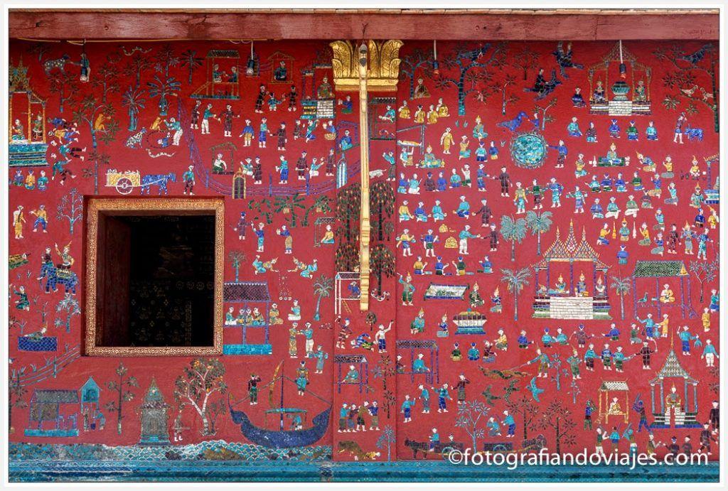 capilla roja en Wat Xieng Thong en Luang Prabang Laos