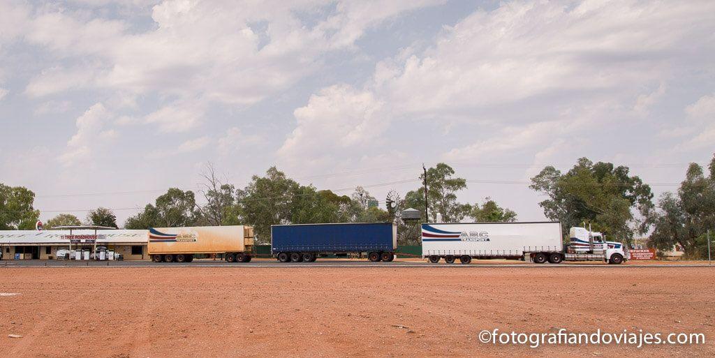 camiones en el outback australiano