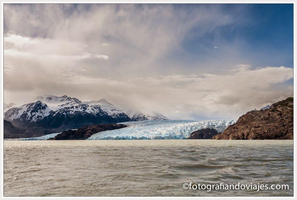 Las dos lenguas del glaciar Grey con Nunatak en medio