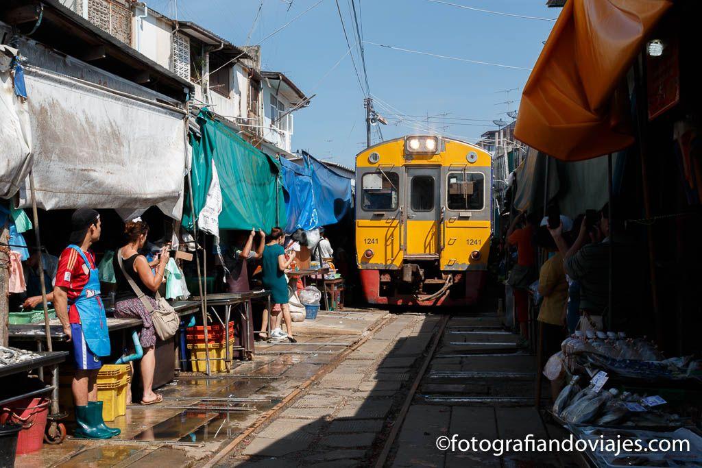 Mercado Mae Klong vias del tren de bangkok