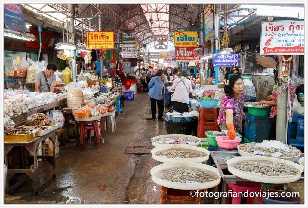 mercado vias del tren mae klong bangkok