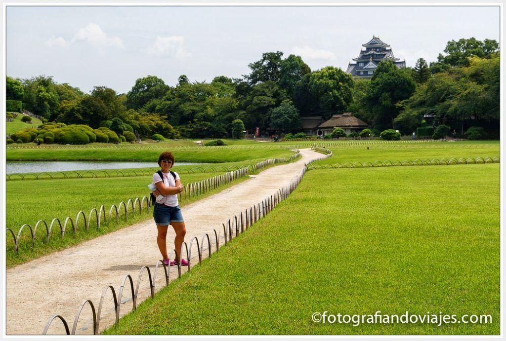 jardín Kerokuen en Okayama con el castillo al fondo