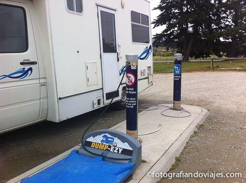 Dump station con dos grifos caravana