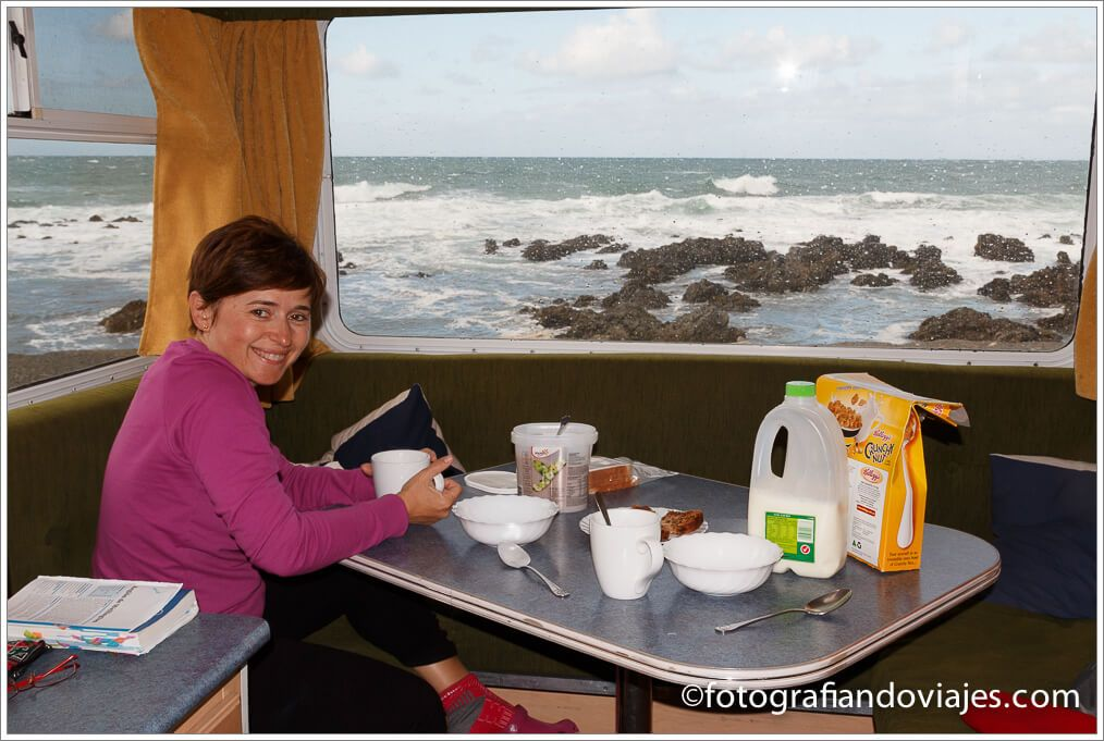 Caravana playa de Owhiro Nueva Zelanda