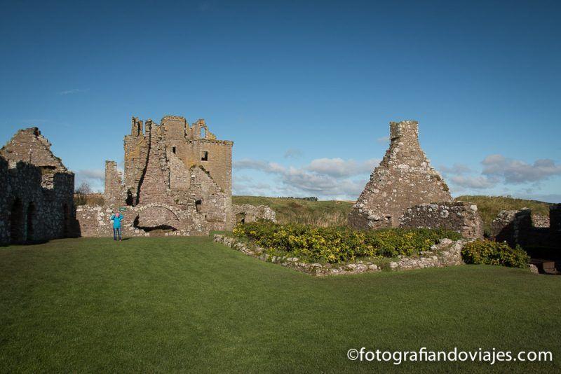 Interior del castillo Dunnottar en Escocia