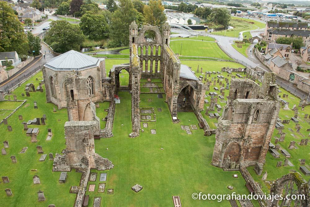 Vista de las ruinas de la catedral Elgin