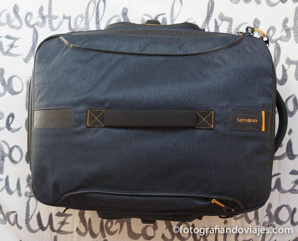 viajar con maleta de cabina que se convierte en mochila