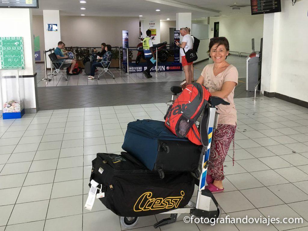 Pesadas maletas de buceo