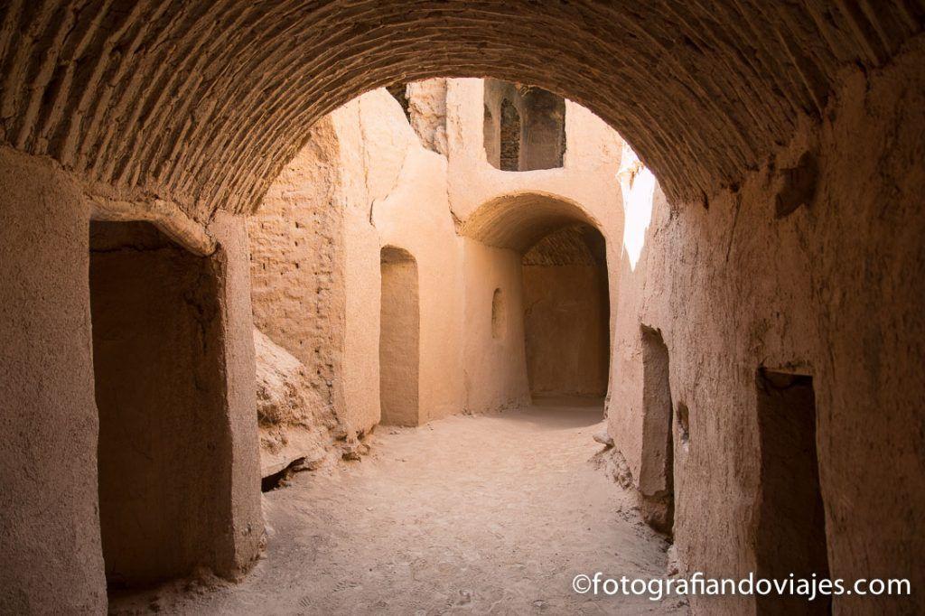 Calles de adobe en Kharanaq