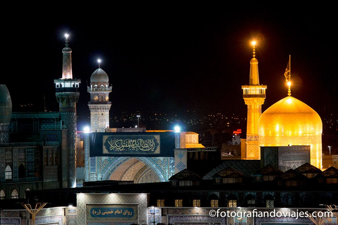Cúpula dorada de mausoleo del Iman Reza