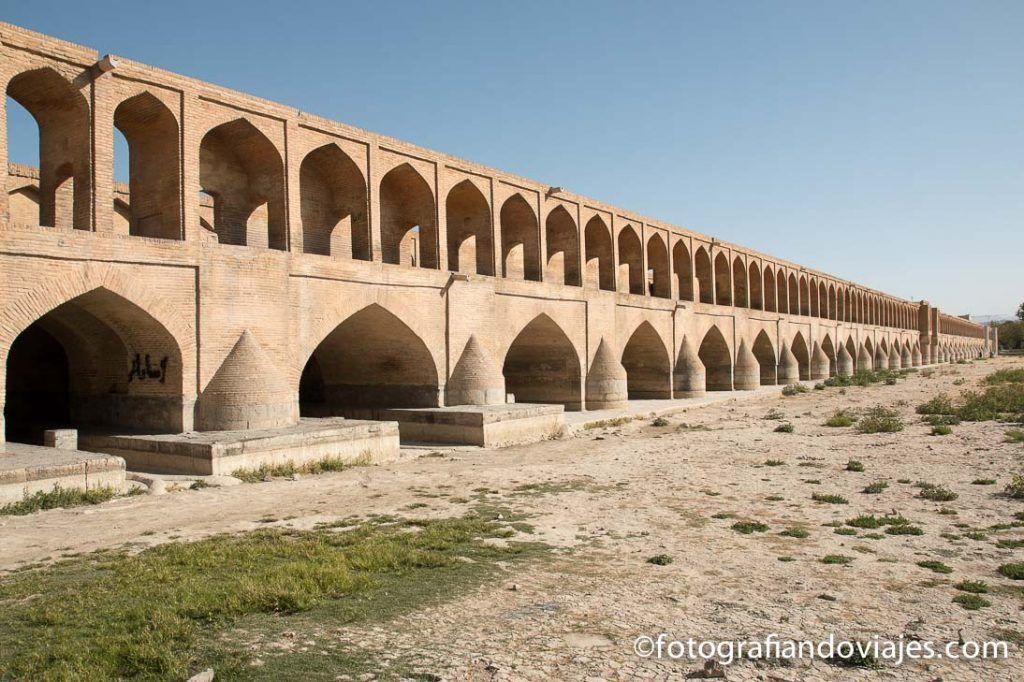 Puente Si-O-Se Pol o Puente de los 33 arcos isfahan iran