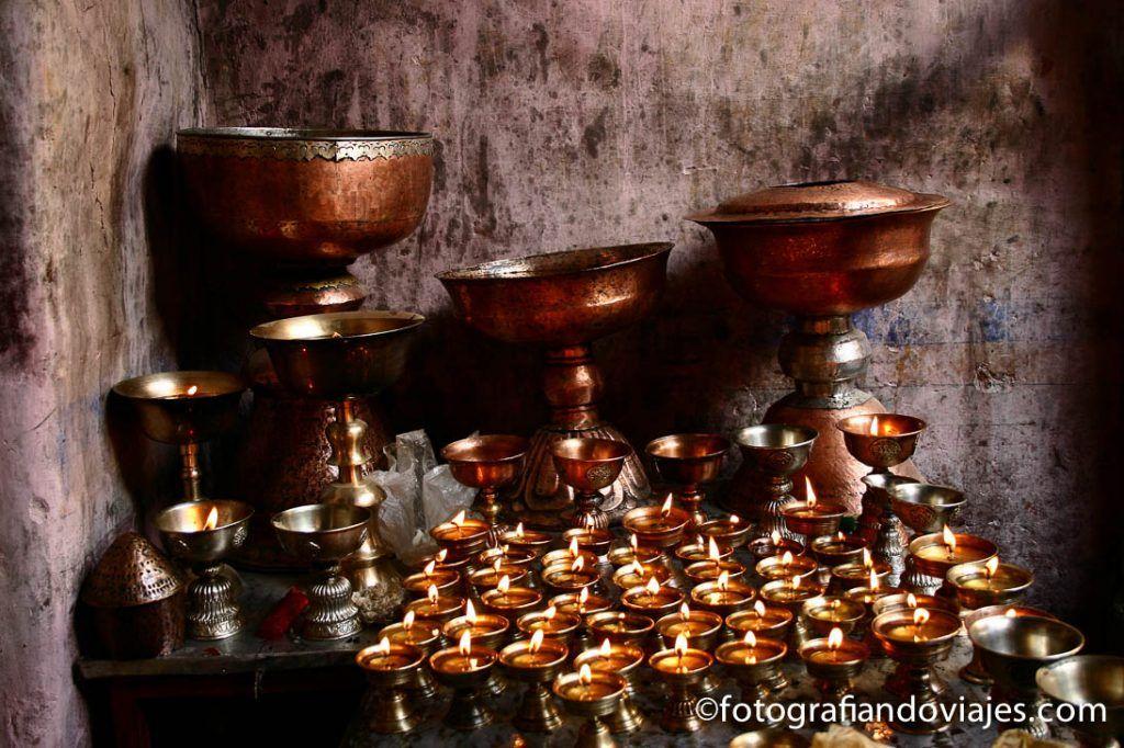 Velas en templo budista