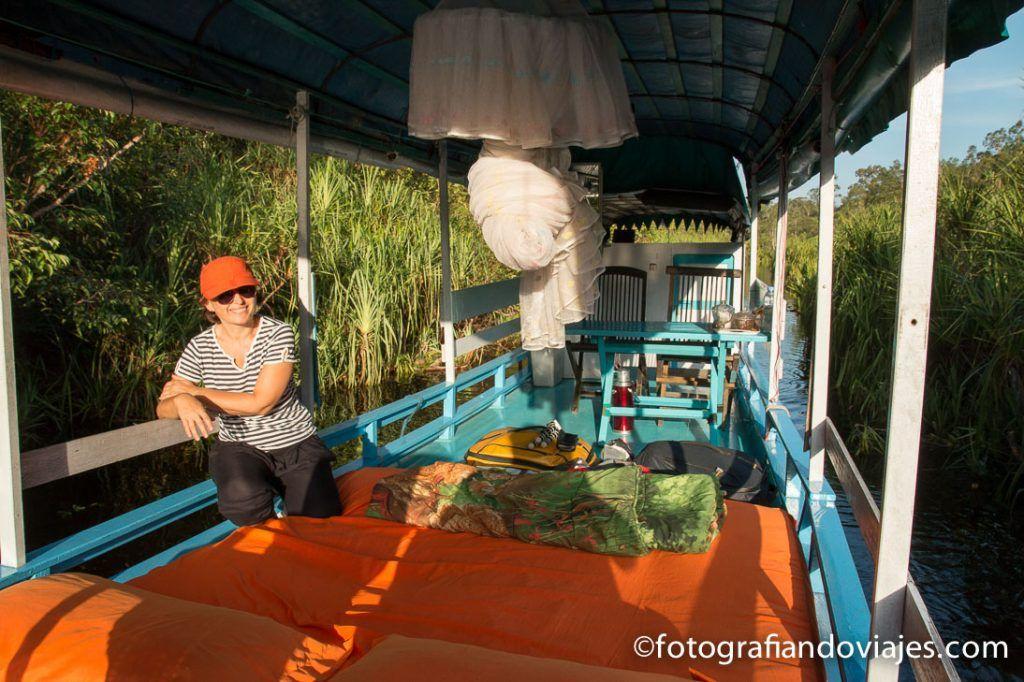 Klotok en indonesia borneo