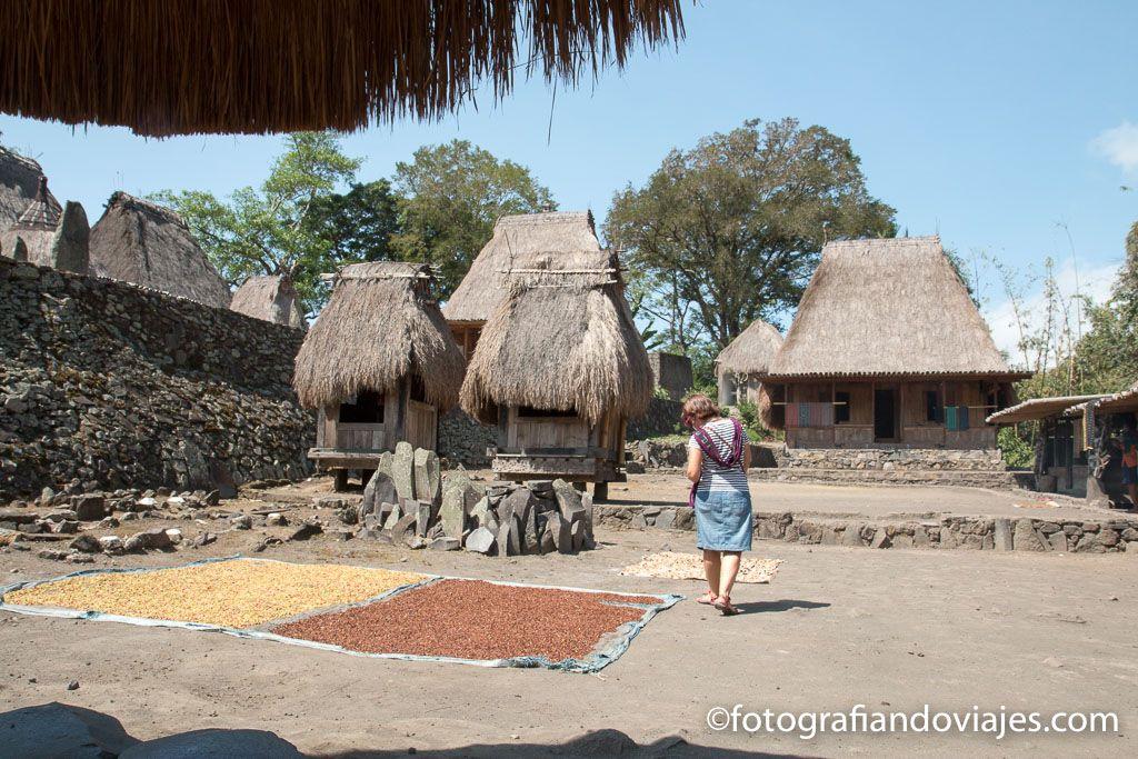 Bena pueblo Ngada isla de Flores