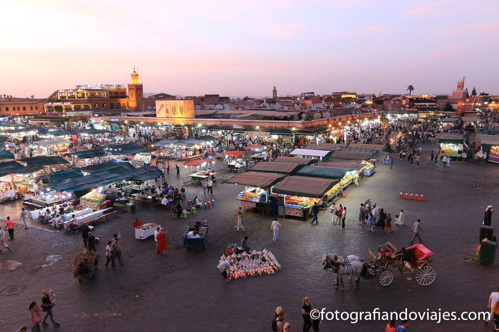 Plaza Jamaa el Fna al atardecer que ver en Marrakech en un dia