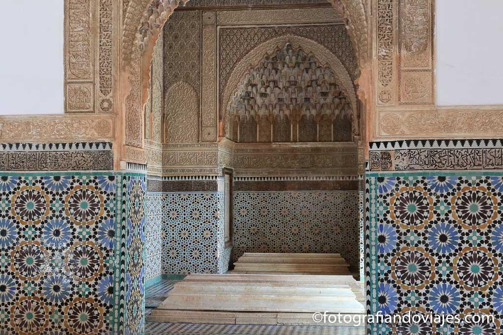 Tumbas saadies que ver en marrakech en un dia