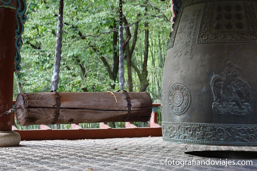 campana en templo de corea del sur
