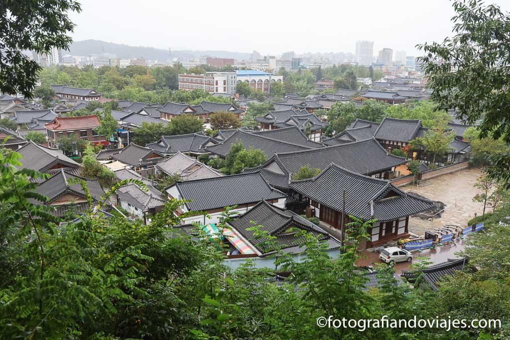 Vista panorámica de las casas tradicionales de Jeonju