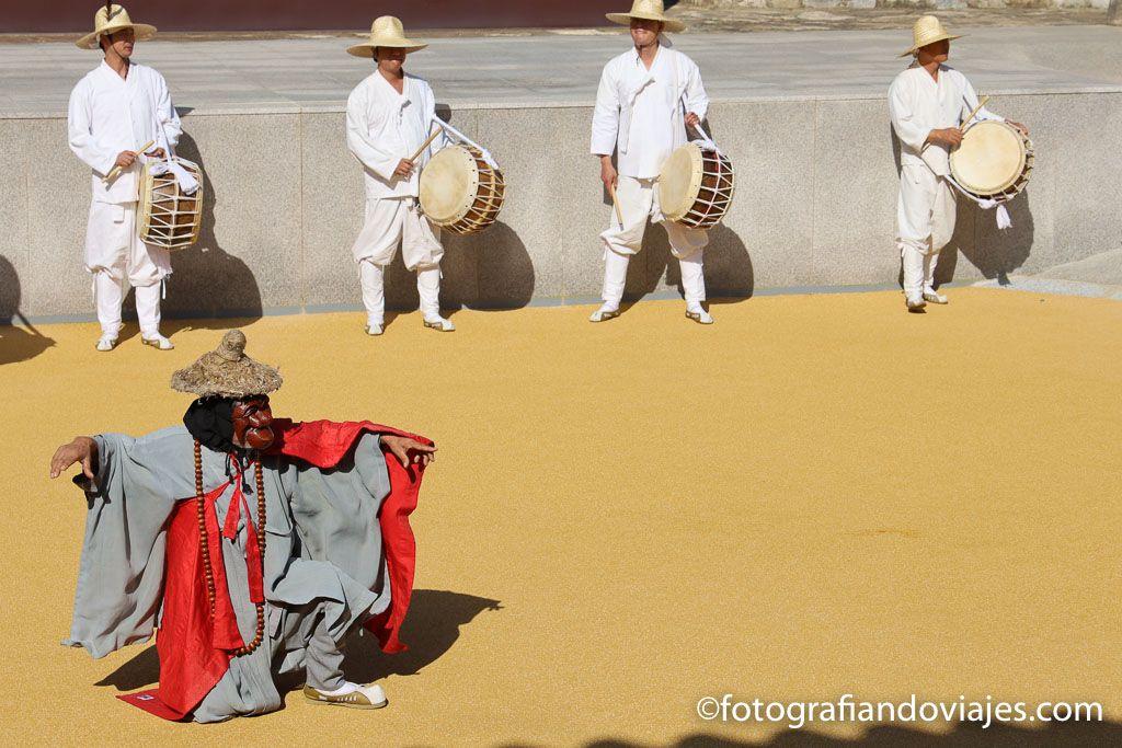 danza de mascaras en la Aldea Hahoe de Andong