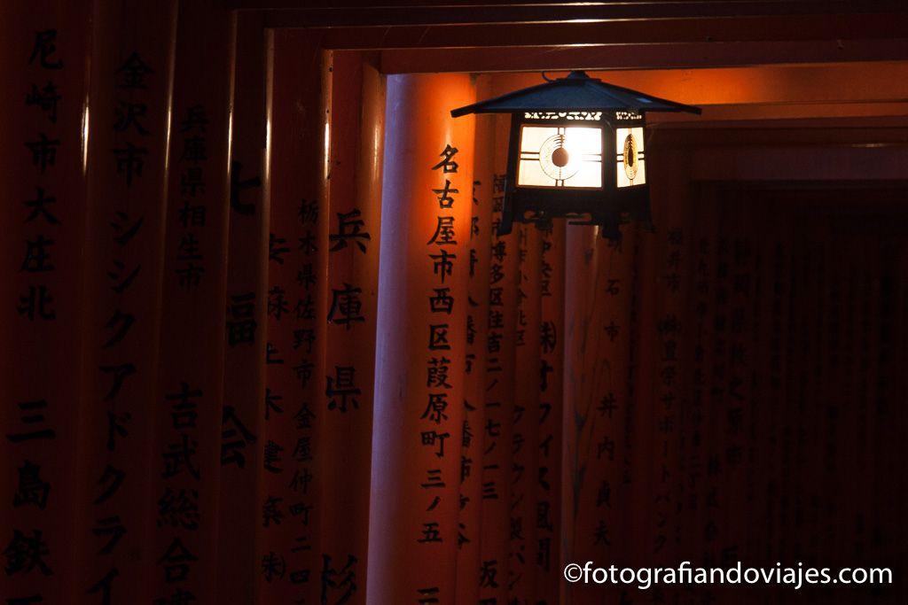 ver santuario Fushimi Inari taisha por la noche