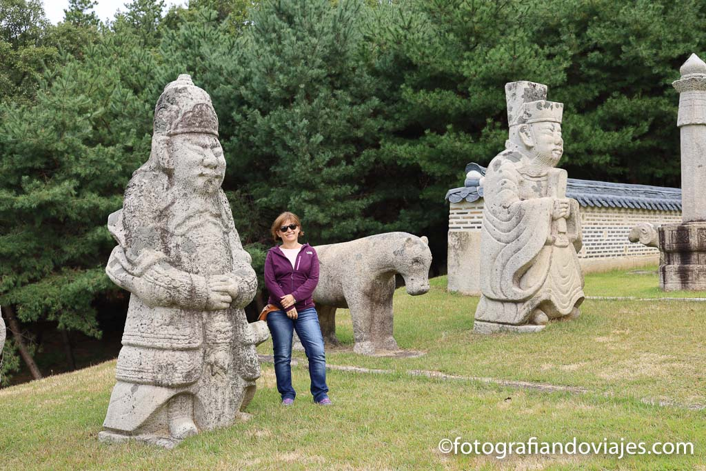 Complejo de tumbas Donggureung en Guri corea seul