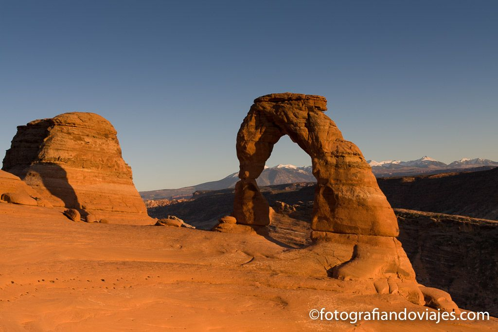 delicate arch atardecer en arches parque nacional