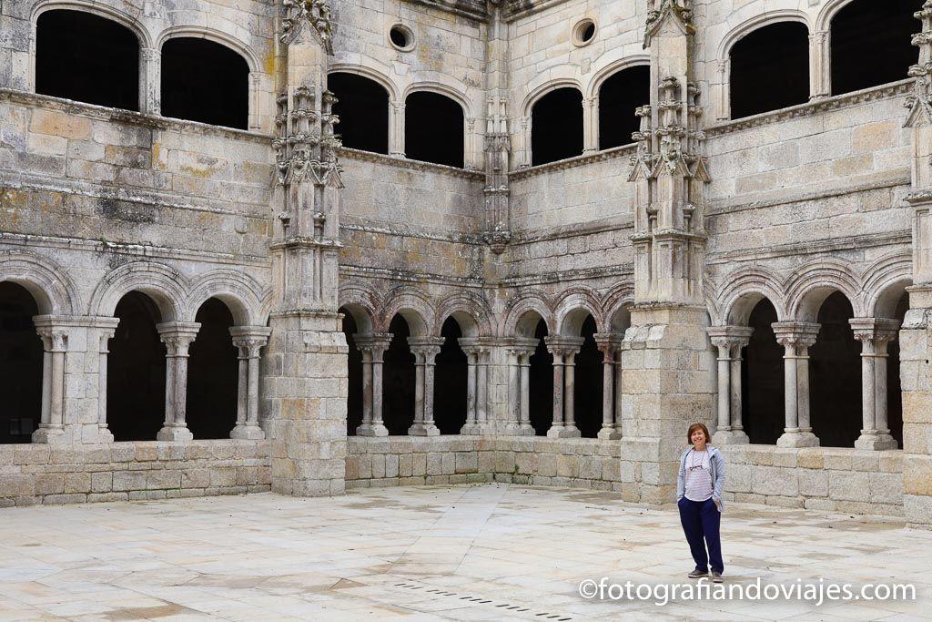 claustro monasterio santo estevo ribas de sil parador