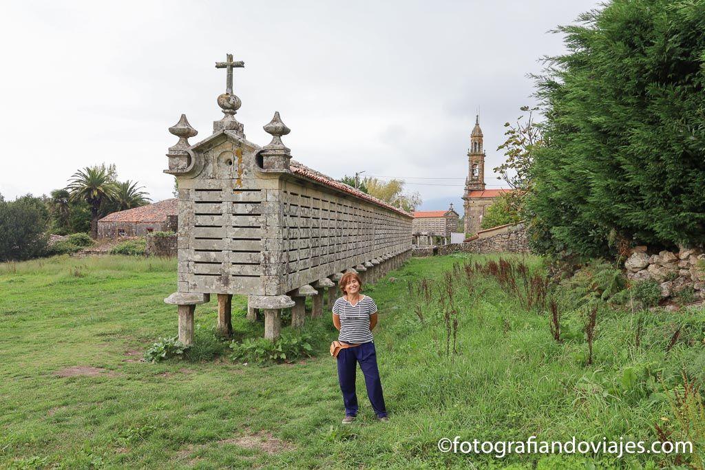 Horreo de Carnota iglesia de Santa Comba Galicia